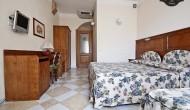 Camerea con letto matrimoniale in un B&B nel centro di Siena